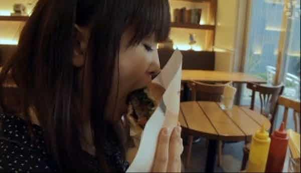 woman-eating-freshness-burger