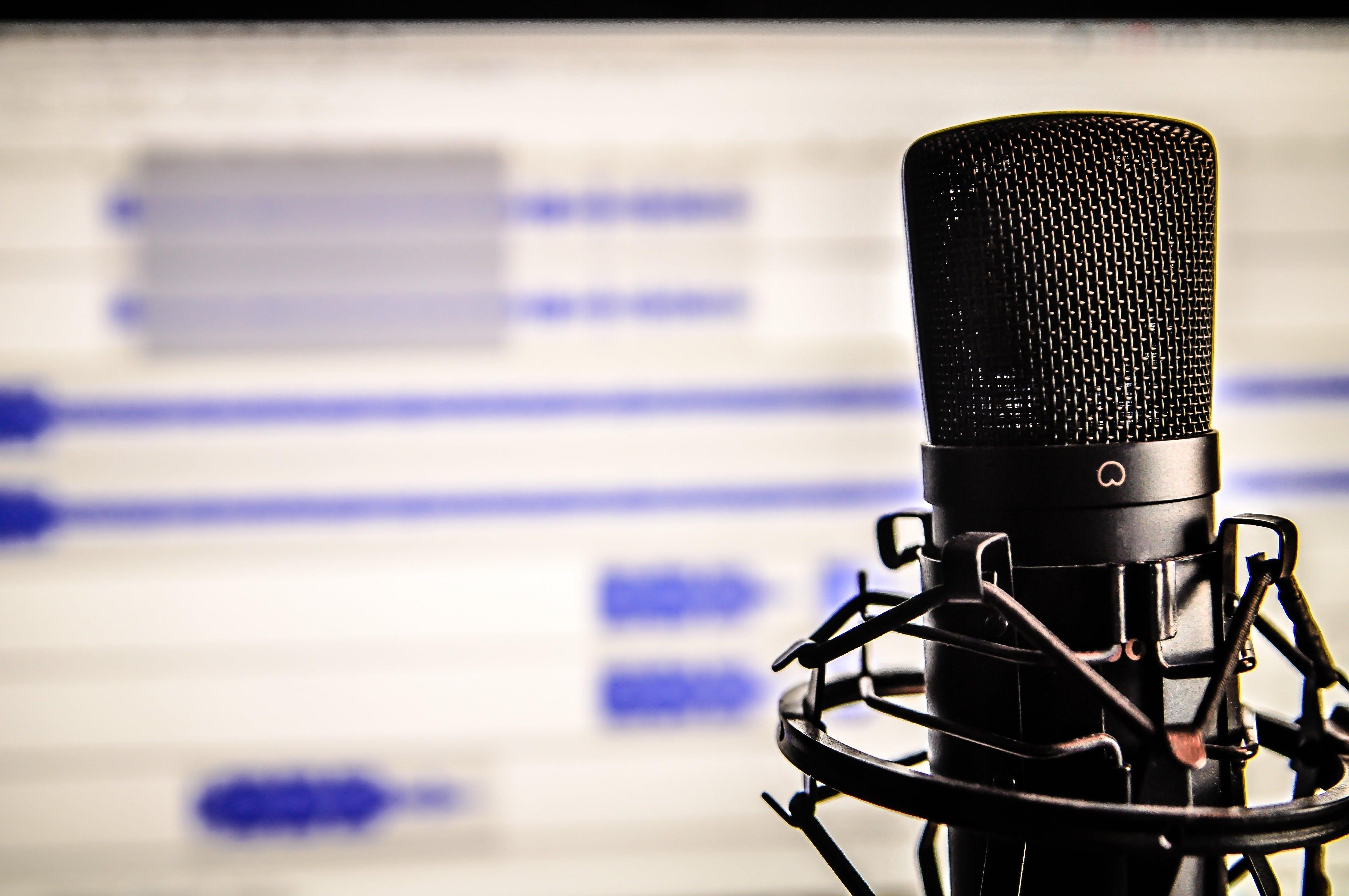 microphone-audio-editing-on-screen