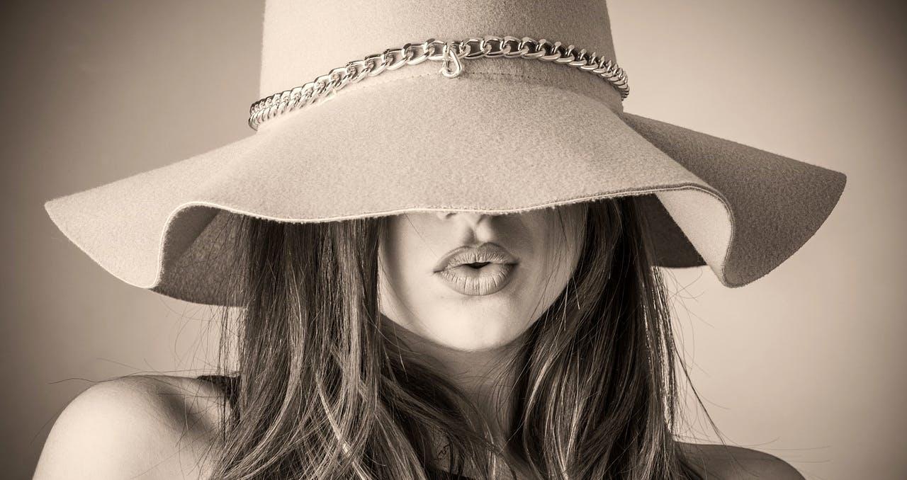 Vavavoom-woman-wearing-hat