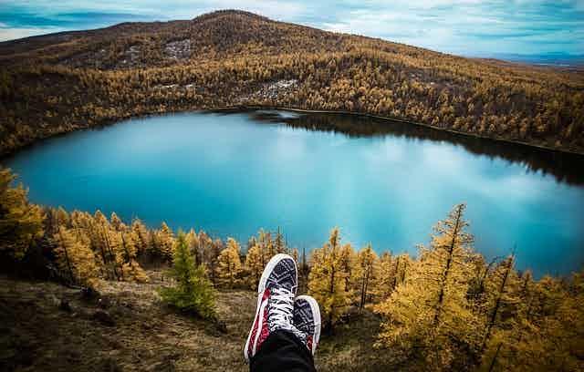 lake-mountain-feet